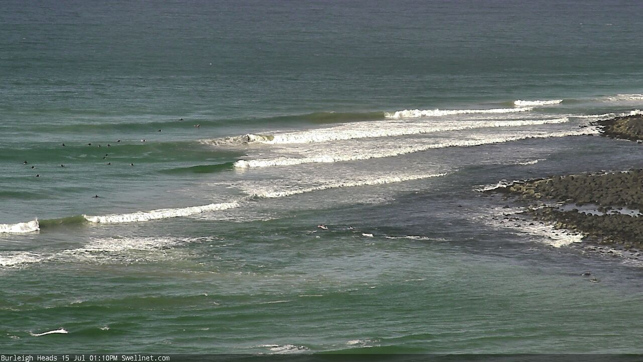 Burleigh Heads surfcam still image