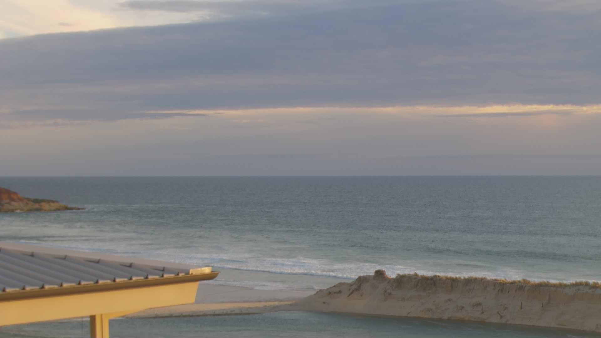 Rivermouth surfcam still image